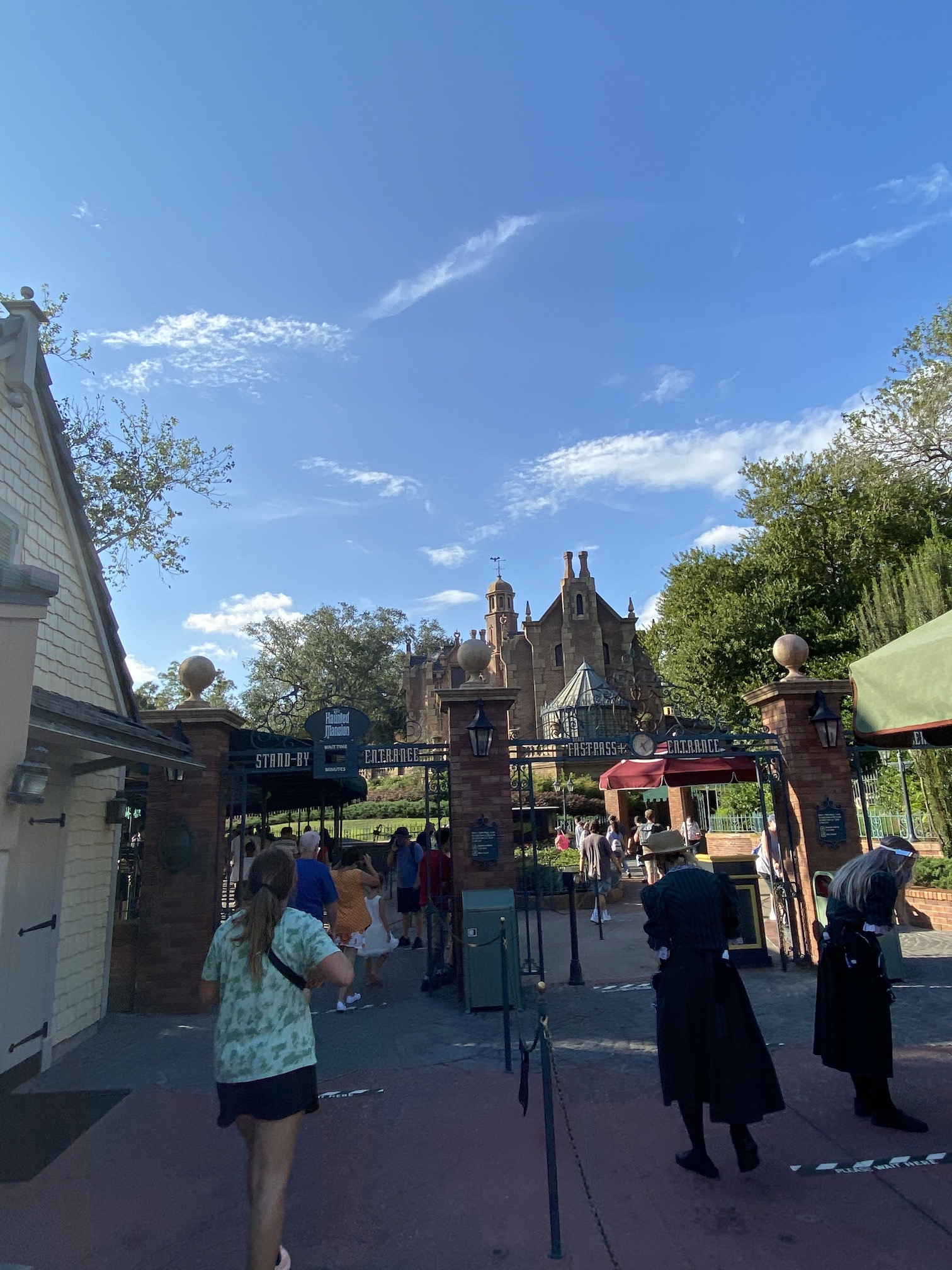 Lines outside the Haunted Mansion